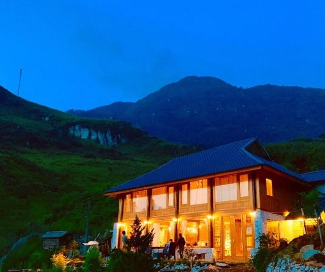 Đẹp hút hồn ngôi nhà gỗ săn mây vạn người mê trên núi cao ở Sa Pa - 11