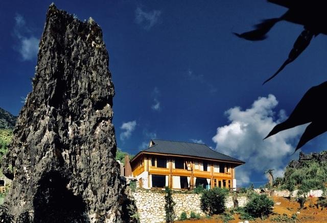 Đẹp hút hồn ngôi nhà gỗ săn mây vạn người mê trên núi cao ở Sa Pa - 1