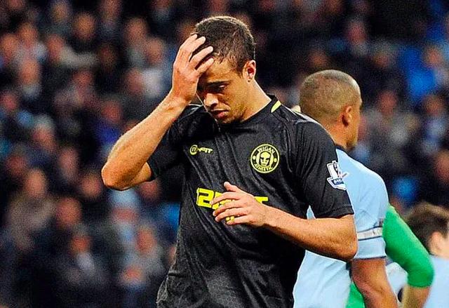 Những đồng đội tệ nhất, từng khiến Messi mất hàng loạt danh hiệu - 12