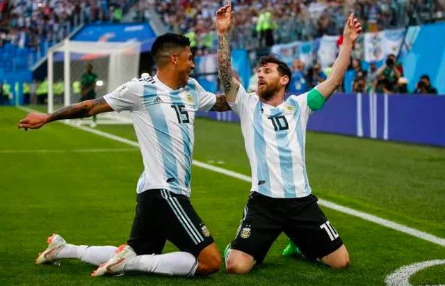 Những đồng đội tệ nhất, từng khiến Messi mất hàng loạt danh hiệu - 8