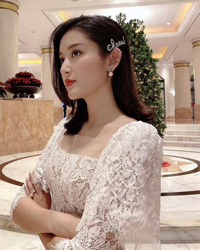 Hoa hậu, siêu mẫu diện đầm dạ hội… đi đổ rác - 7