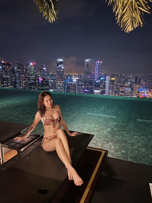 Hoa hậu, siêu mẫu diện đầm dạ hội… đi đổ rác - 11