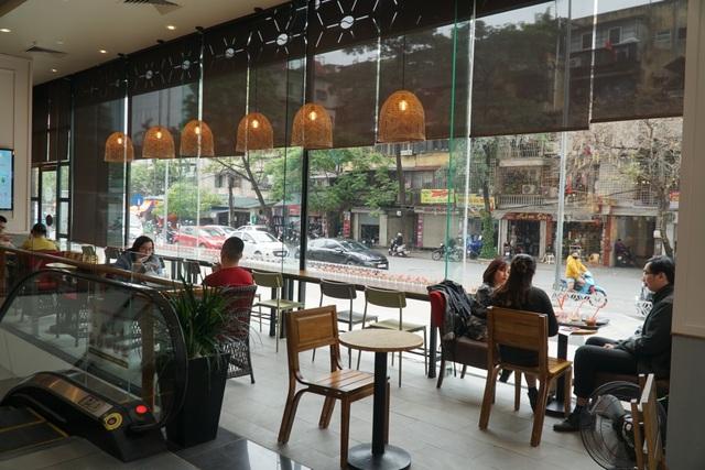 Hà Nội: Trung tâm thương mại vắng khách như đang.... cách ly xã hội! - 11