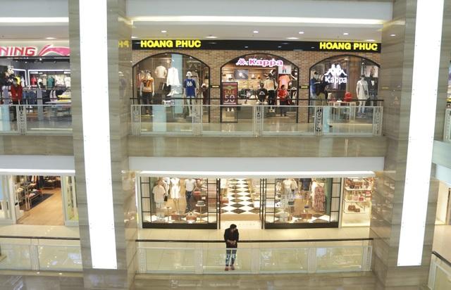 Hà Nội: Trung tâm thương mại vắng khách như đang.... cách ly xã hội! - 4