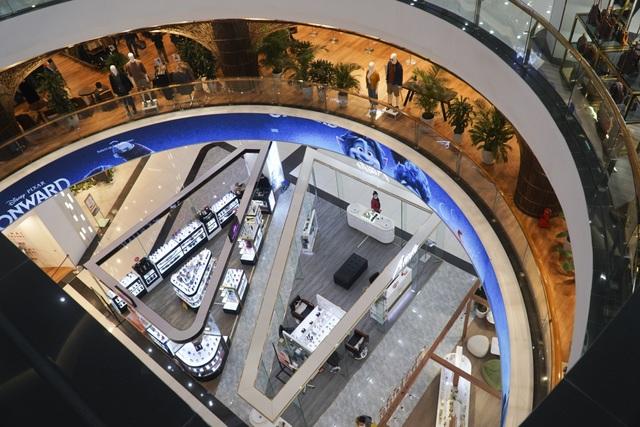 Hà Nội: Trung tâm thương mại vắng khách như đang.... cách ly xã hội! - 10