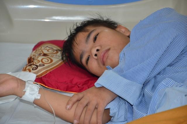 Đau nhói lòng cảnh góa phụ nghèo cầu xin cứu con trai 12 tuổi - 1