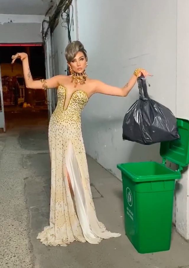 Hoa hậu, siêu mẫu diện đầm dạ hội… đi đổ rác - 3