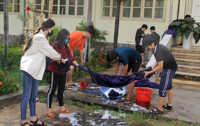 Phú Yên: Các trường khẩn trương dọn vệ sinh để đón học sinh tới lớp - 2