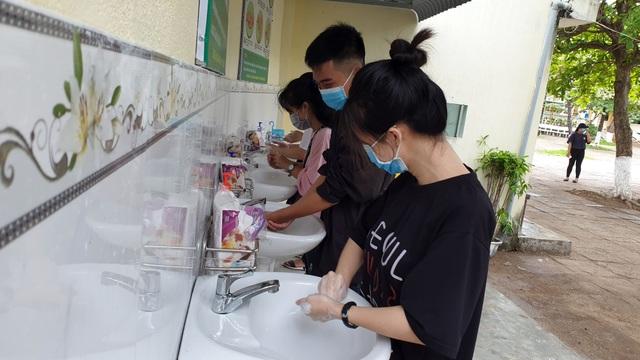 Phú Yên: Các trường khẩn trương dọn vệ sinh để đón học sinh tới lớp - 5