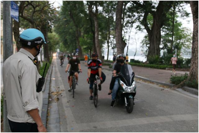 Hà Nội: Người dân hình thành nếp sống mới sau giãn cách xã hội - 1