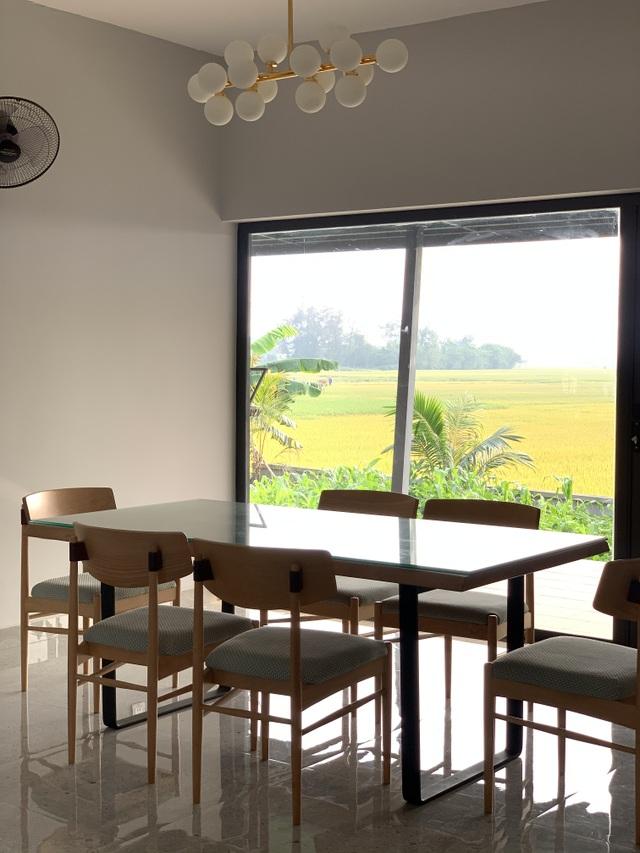 Biệt thự con trai xây tặng bố mẹ đẹp lạ giữa cánh đồng lúa chín ở Hà Tĩnh - 5