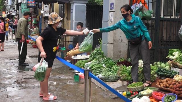 Hà Nội: Người dân hình thành nếp sống mới sau giãn cách xã hội - 4