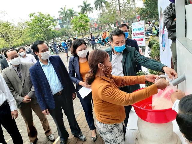 """""""ATM gạo"""" chia sẻ khó khăn với người dân, lao động nghèo Quảng Trị - 3"""