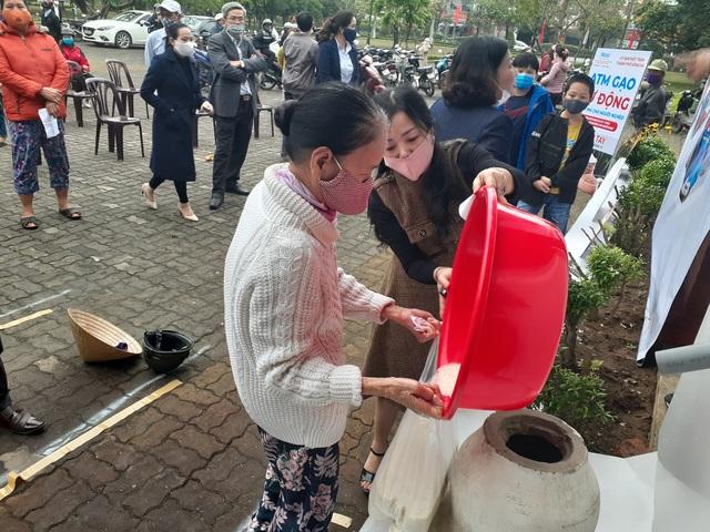 """""""ATM gạo"""" chia sẻ khó khăn với người dân, lao động nghèo Quảng Trị - 8"""