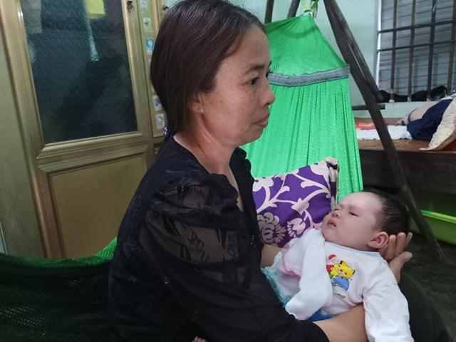 Tiếng khóc xé lòng của bé thơ 1 tháng tuổi mất đi người mẹ thân yêu! - 4