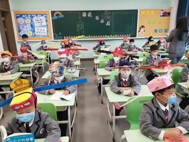 Trung Quốc: Mũ 1 mét giúp học sinh giữ khoảng cách an toàn với bạn - 5