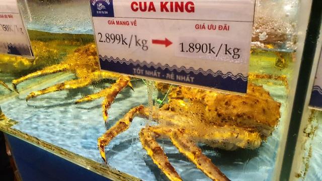 Tôm cua Alaska giá đang bèo, chủ nhà hàng lớn vẫn lắc đầu không bán - 1