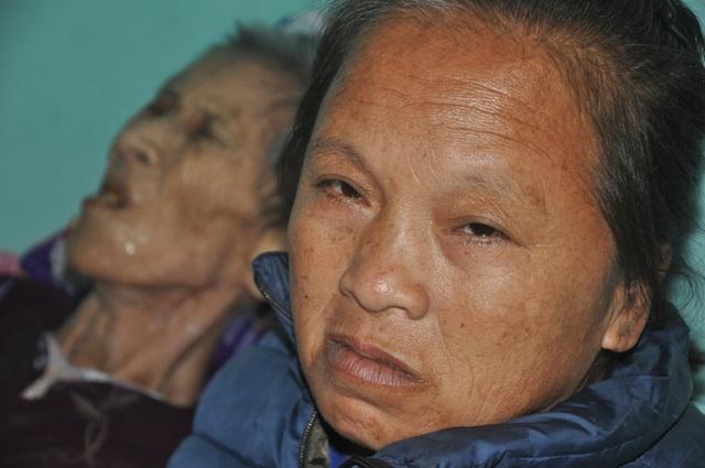 Nước mắt cô gái mồ côi cha chăm người mẹ khờ và bà ngoại thoi thóp - 4