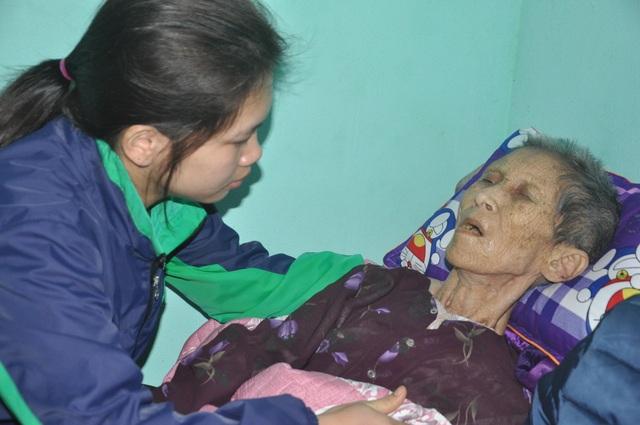 Nước mắt cô gái mồ côi cha chăm người mẹ khờ và bà ngoại thoi thóp - 3