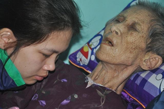 Nước mắt cô gái mồ côi cha chăm người mẹ khờ và bà ngoại thoi thóp - 2