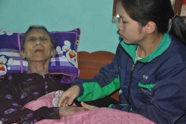 Nước mắt cô gái mồ côi cha chăm người mẹ khờ và bà ngoại thoi thóp - 5