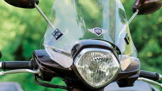 Kính chắn gió xe máy, lợi và hại? - 2