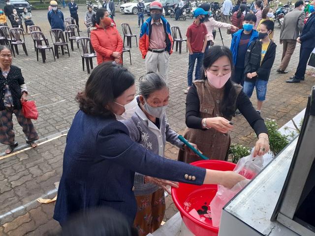 """""""ATM gạo"""" chia sẻ khó khăn với người dân, lao động nghèo Quảng Trị - 4"""