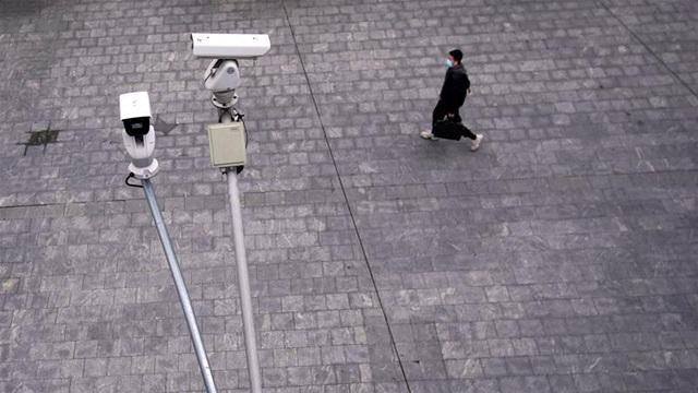 Tranh cãi Trung Quốc lắp camera giám sát trong nhà dân để theo dõi cách ly - 3