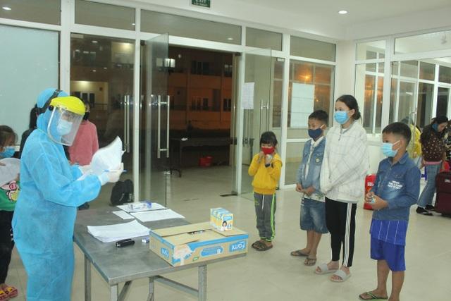 Thừa Thiên Huế tiếp nhận cách ly 39 công dân Việt Nam từ Lào về - 1