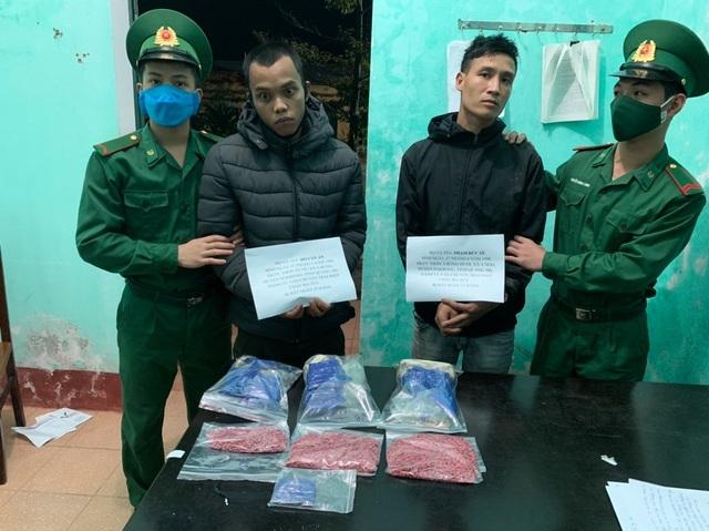 Bắt quả tang 2 đối tượng vận chuyển hơn 5.000 viên ma túy - 2