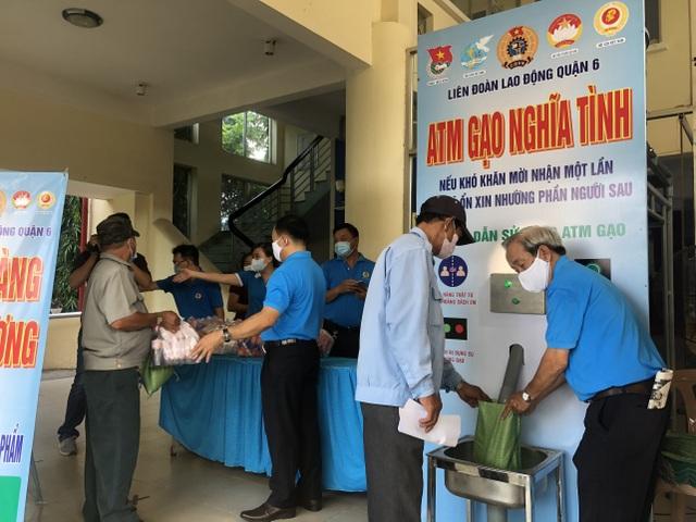 LĐLĐ TPHCM: Dựng cây ATM gạo hỗ trợ công nhân gặp khó vì dịch Covid-19 - 1