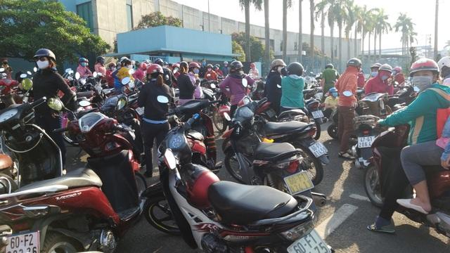 Đồng Nai: Công nhân ngưng việc, phản đối việc cắt hợp đồng lao động  - 1