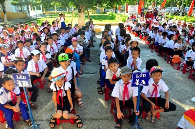 Sinh vien học sinh Quang Nam di học lai tu ngay 4/5
