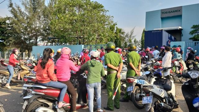 Đồng Nai: Công nhân ngưng việc, phản đối việc cắt hợp đồng lao động  - 2
