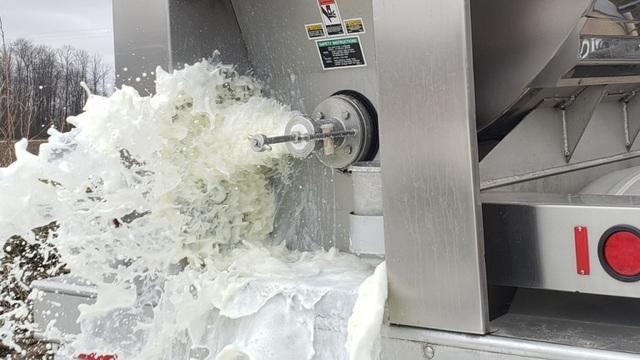 Nông dân Mỹ đổ bỏ sữa, trứng và hàng loạt nông sản vì dịch Covid-19 - 1