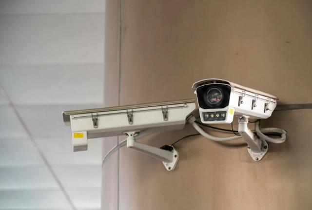 Tranh cãi Trung Quốc lắp camera giám sát trong nhà dân để theo dõi cách ly - 2