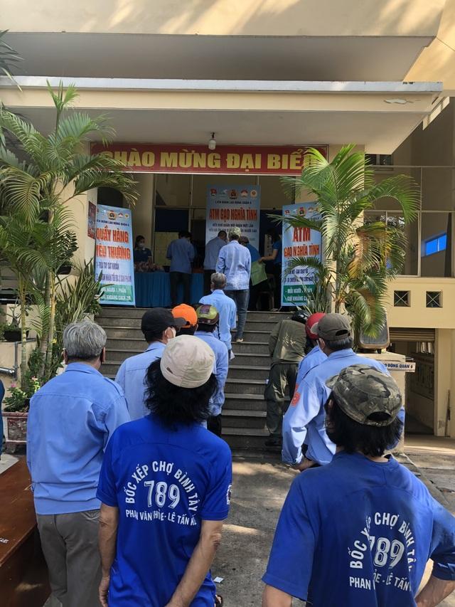 LĐLĐ TPHCM: Dựng cây ATM gạo hỗ trợ công nhân gặp khó vì dịch Covid-19 - 2