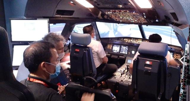 Đào tạo phi công, tiếp viên thời đại dịch - 2