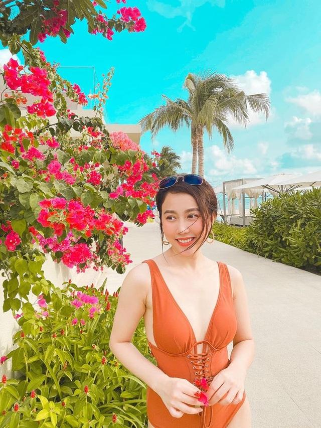 Bạn gái tiền đạo Tiến Linh khoe dáng trên bãi biển sau kỳ nghỉ vì dịch - 4