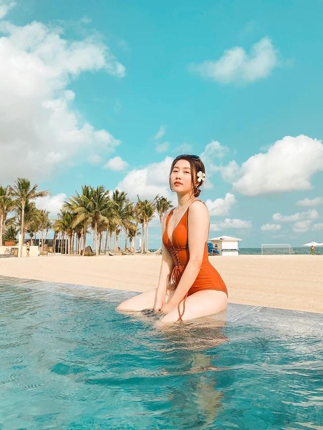 Bạn gái tiền đạo Tiến Linh khoe dáng trên bãi biển sau kỳ nghỉ vì dịch - 2