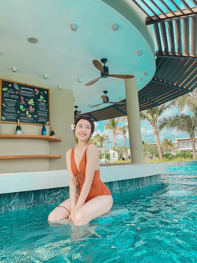 Bạn gái tiền đạo Tiến Linh khoe dáng trên bãi biển sau kỳ nghỉ vì dịch - 3