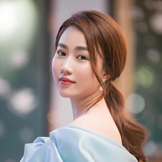 Bạn gái tiền đạo Tiến Linh khoe dáng trên bãi biển sau kỳ nghỉ vì dịch - 10