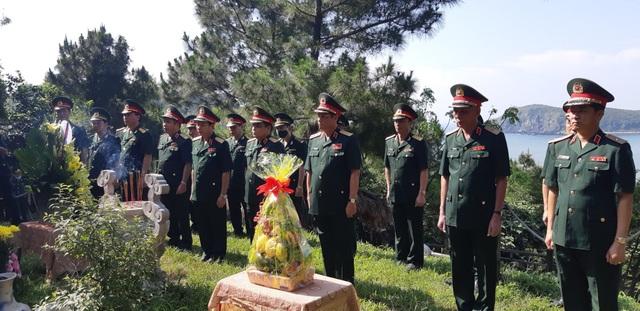 Đoàn công tác Bộ Quốc phòng dâng hương Đại tướng Võ Nguyên Giáp - 1