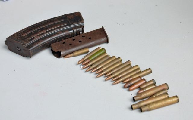 Người dân nộp súng đạn, hung khí, để nhận quà trong mùa Covid-19 - 2