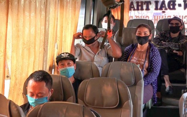 Hà Nội: Nhiều xe khách không thực hiện giãn cách bị CSGT xử lý - 5