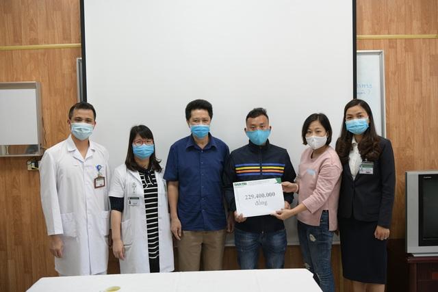 Gia đình 4 người tử vong ngộ độc nấm giúp bệnh nhân nghèo 400 triệu đồng - 1