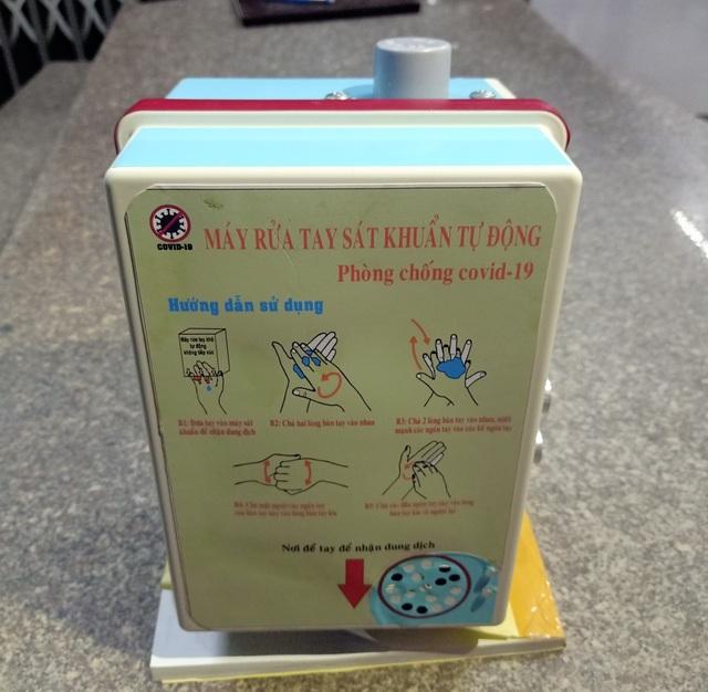 Thầy trò trường THPT sáng chế máy rửa tay sát khuẩn tự động có loa nhắc nhở - 7