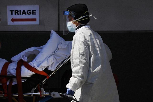 Mỹ: Số ca tử vong có thể lên 224.000, Thống đốc mắc Covid-19 - 1