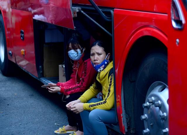 Người dân ra bến xe về quê nghỉ lễ 30/4 .jpg