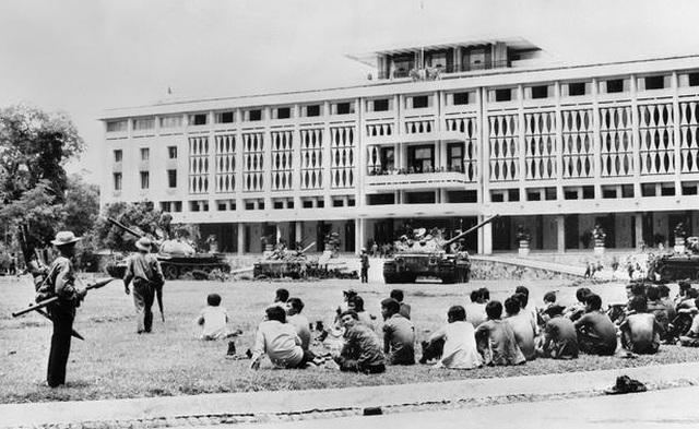 Những khoảnh khắc lịch sử ngày giải phóng Sài Gòn trên báo chí quốc tế - 3